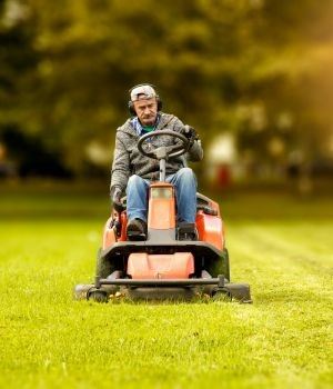Zero-turn lawn mower market research report